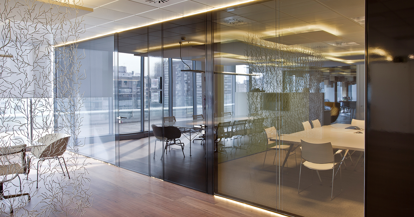 Continuous Double Glass Wall